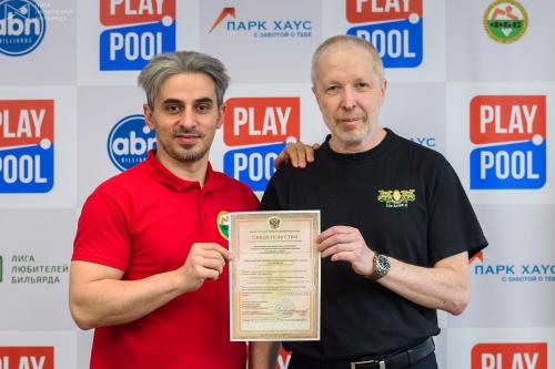 В руках Алексея Осиновского и Платона Бочоришвили свидетельство о государственной регистрации некоммерческой организации АНО «РОСРБС»