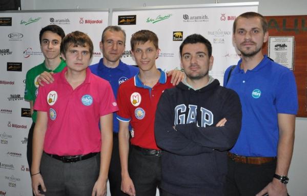 Часть российской делегации (кто не представлен на фото, тот играет матч)