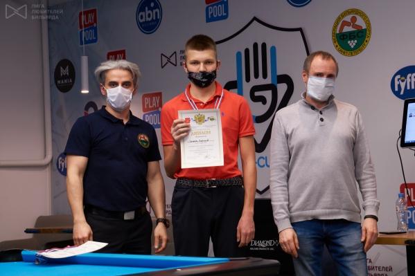 Леонид Серов