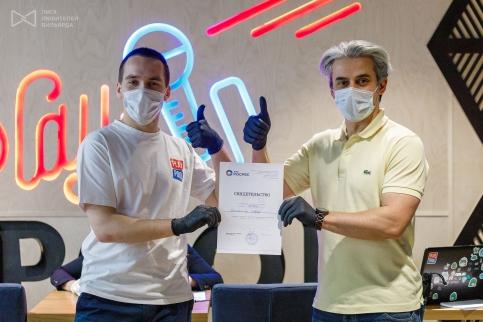 Иван Соломатин и его стипендиальный сертификат