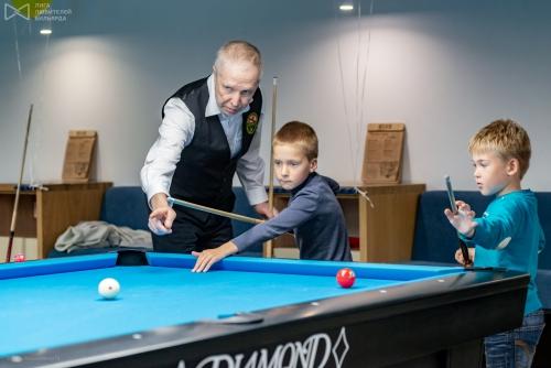 Алексей не понаслышке знаком с тем, как обучать детей