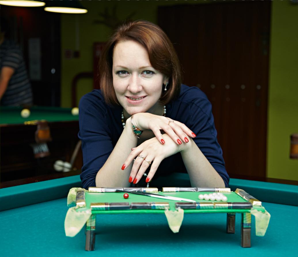Шикарня девушка играет в бильярд фото 65-105